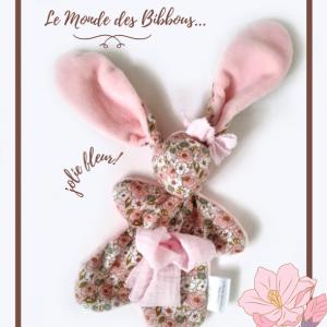 Doudou lapin tissu fleuri rose. Unique, original, fait main.