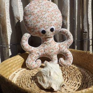 Pieuvre tissu coton à fleurs doublé tissu teddy blanc.