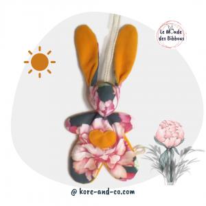 """Lapin de décoration""""Minibbou"""" motif grosses fleurs. Original, fait main."""